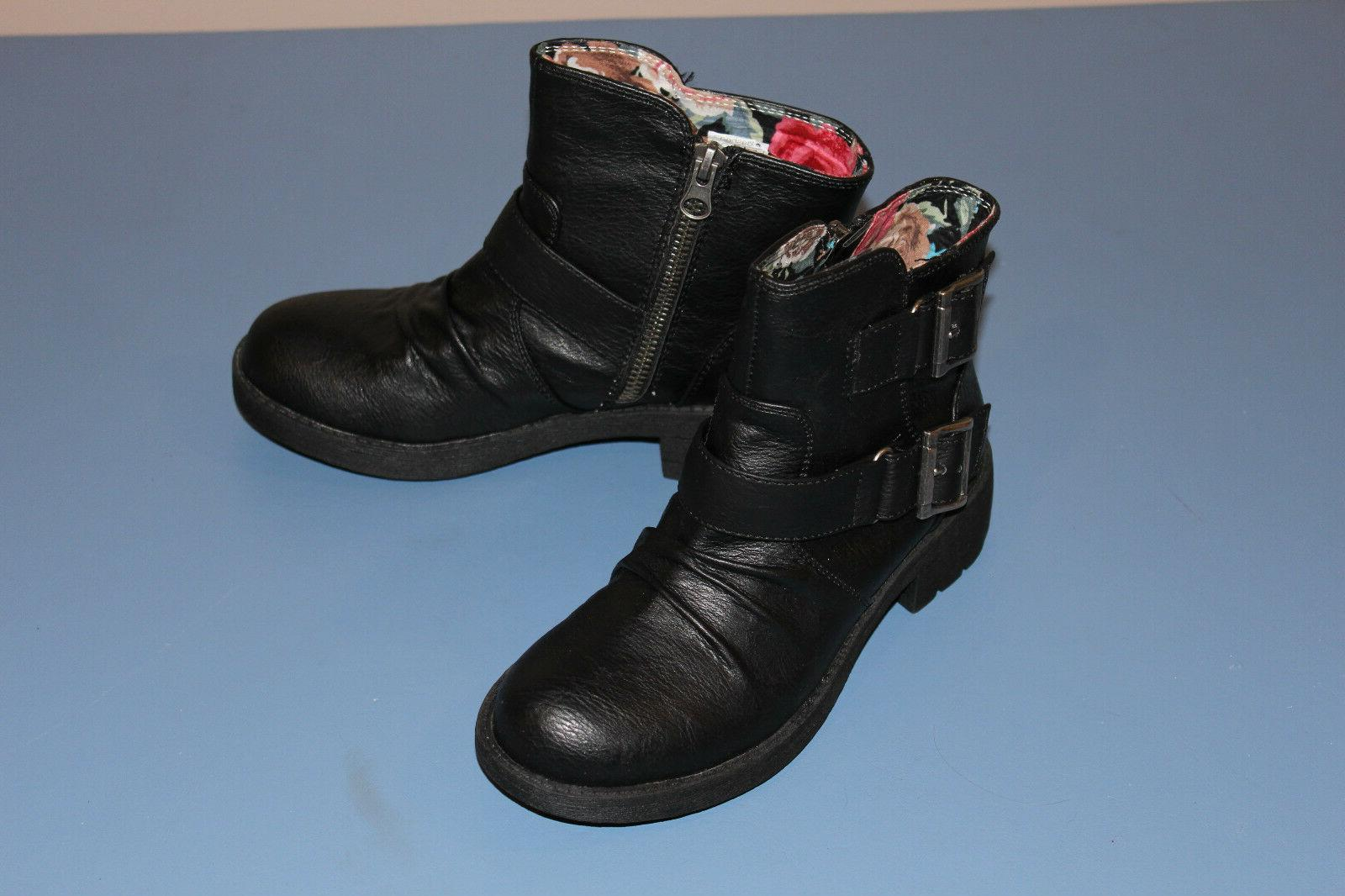 BOOTS Unleashed Black SZ Box